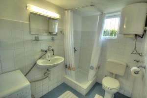 Apartment - holiday home kornelija -bathroom2