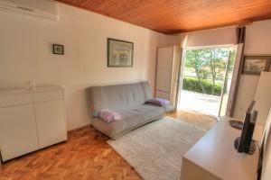 Apartment - holiday home kornelija - living room