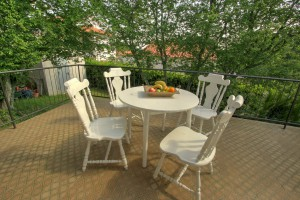 Apartment - holiday home kornelija - terrace