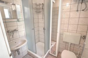 Apartment - holiday home kornelija - bathroom 1