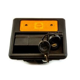 Luggage door handle with air blockage